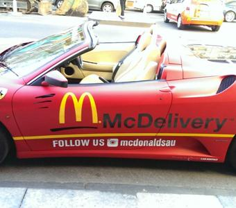 th_Ferrari-McDonalds-delivery-Car_01