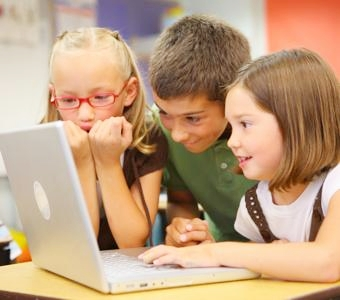 th_elementarystudents_excitedcomputer
